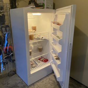 Frigidaire Standing Freezer for Sale in Vancouver, WA