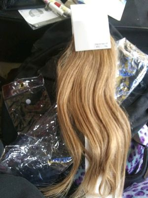 Remy hair clip in 8 pieces price is firm $40 for Sale in Bell, CA