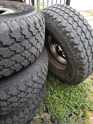 Rims and tyres Nissan 6 vuelos. 70% tyres for Sale in Houston, TX