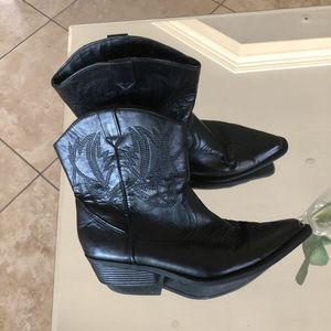 Kohl's women black faux leather cowboy boots size 10 for Sale in Phoenix, AZ