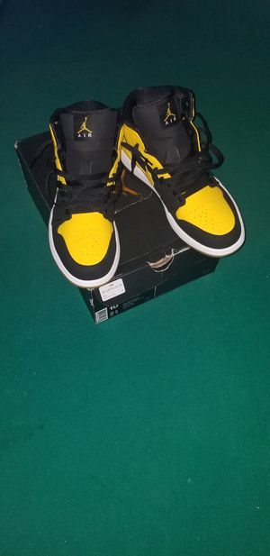 Air Jordan 1 black and yellow for Sale in Orlando, FL