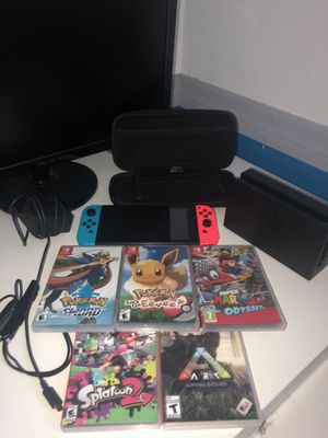 Nintendo Switch w/ 5 games dock and travel case for Sale in Miami, FL