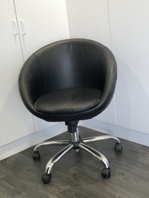 Modern black chair for Sale in Los Angeles, CA
