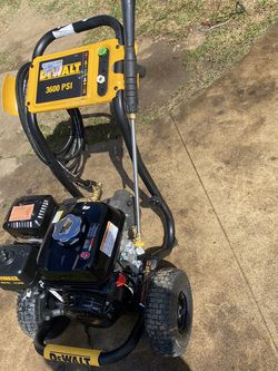 DEWALT 3600 PSI at 2.5 GPM HONDA GX200 with AAA Triplex Pump Cold Water Professional Gas Pressure Washers for Sale in Gardena,  CA