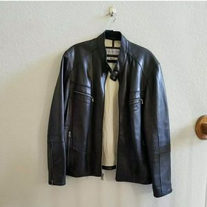 LIKE NEW ANDREW MARC LEATHER JACKET for Sale in Frisco, TX