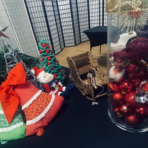 FREE Christmas Decorations for Sale in Orange, CA