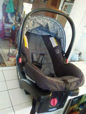 car seat with base perfect condition for Sale in Merced, CA