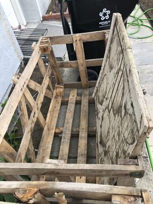 Wood crate for free for Sale in Fremont, CA