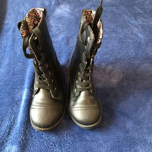 Girl black boots size size 10 for Sale in Jacksonville, FL