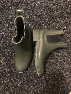 Olive green rain boots. Old navy size 6. for Sale in Battle Ground, WA