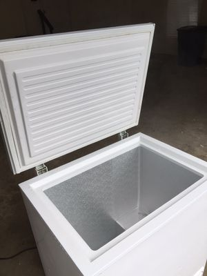 General Electric 5.0 cubic ft freezer for Sale in Silver Spring, MD