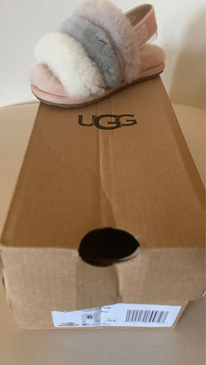 UGG T FLUFF YEAH SLIDE Toddler size 6 for Sale in Orlando, FL