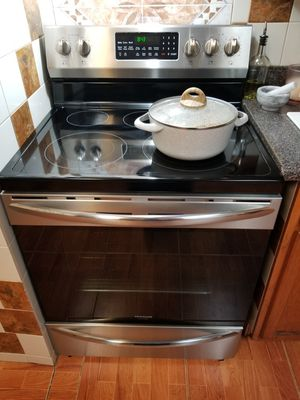 New stove for Sale in Stone Mountain, GA