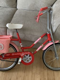 Strawberry Shortcake Bicycle for Sale in Wilmington,  MA