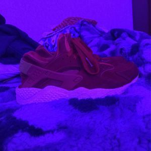 Red Nike Air Huaraches for Sale in Crum Lynne, PA
