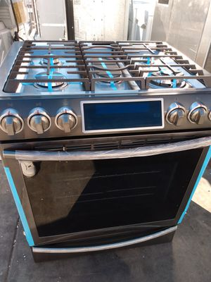 Beautiful Black stainless steel (GAS)Samsung slider stove for Sale in San Clemente, CA