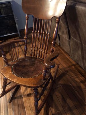 Antique chair for Sale in Puyallup, WA