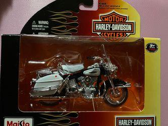 Maisto 1966 FLH Electra Glide Harley Davidson 1:18 Die-Cast Series 29 for Sale in Winter Haven,  FL