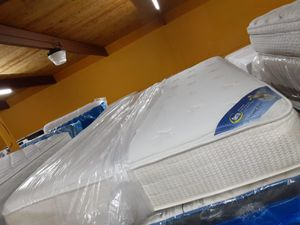 Mattress and box springs size queen for Sale in Houston, TX