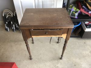 Working, old singer sewing machine. Leg action control. for Sale in Powell, OH