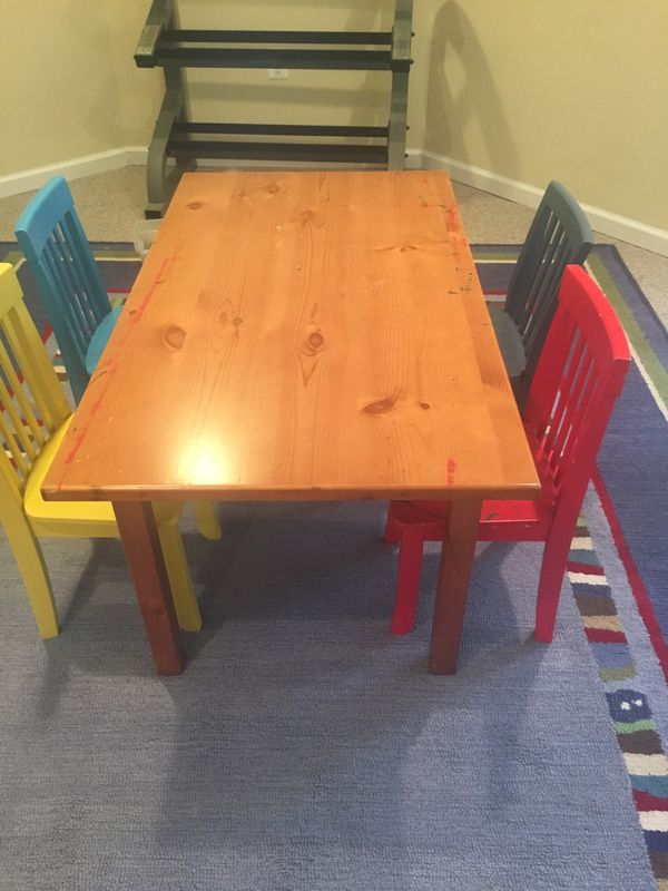 Kids arts and crafts table with four cute chairs