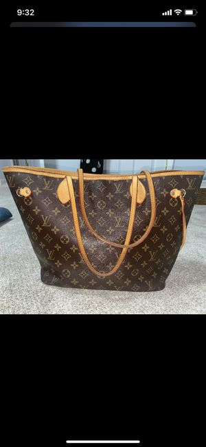 Louis Vuitton bag for Sale in Beacon, NY