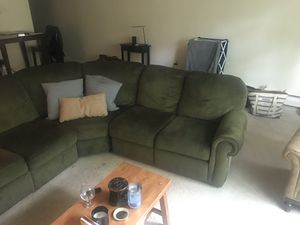 3 Piece Sectional (COUCH) for Sale in Moorestown, NJ