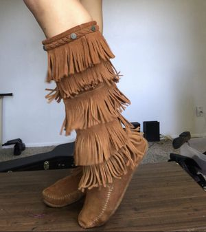Minnetonka fringe suede leather boots size 8 women's for Sale in Austin, TX