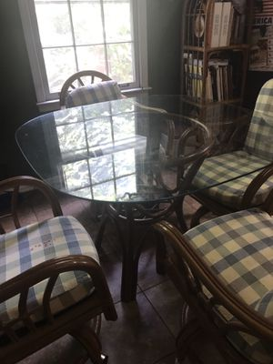 Kitchen table glass top with 4 chair for sale price firm must pick up in Kennesaw off wade green road please serious buyers only for Sale in Kennesaw, GA