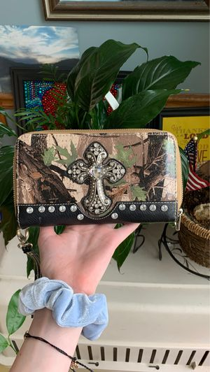 Camouflage wallet with rhinestones and a cross for Sale in Hartsburg, MO