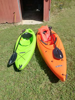 2 kayaks lifetime 1 10.5 foot orange one and one 8 foot which is green for Sale in Silver Creek, GA