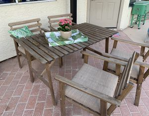Outdoor patio furniture table for Sale in Gilbert, AZ