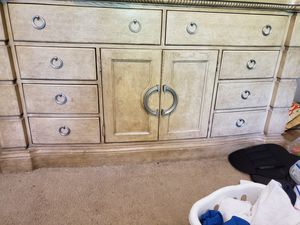 Queen Size bedroom set for Sale in Pompano Beach, FL