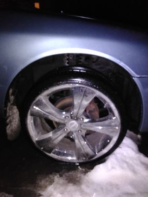 I have 4 chrome rims and tires for sale for 300 1 just needs a tire they will fit a Honda Civic or Honda Accord and they are 4 lug for Sale in Columbus, OH