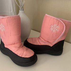 Girls Snow Boots Size 4 for Sale in Bloomington, CA