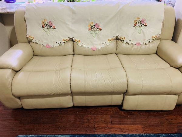 Power reclining leather sofa for sale ! Very good condition.