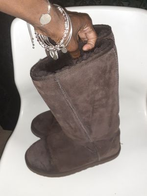 Ladies Ugg boots sz 9 for Sale in Fayetteville, NC
