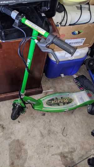 Razor stand-up scooter for Sale in North Miami Beach, FL