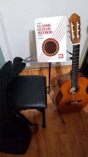 Yamaha Cs40 3/4-scale Classical Guitar,seat and more for Sale in Miami, FL