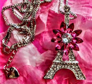 NWT Betsey Johnson Crystal Eiffel Tower Pink Necklace for Sale in Wichita, KS