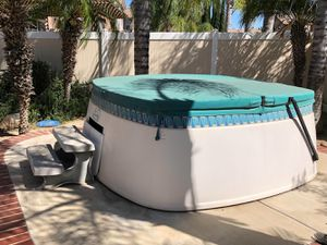 Hot Springs Hot Tub ... Free for Sale in Wildomar, CA