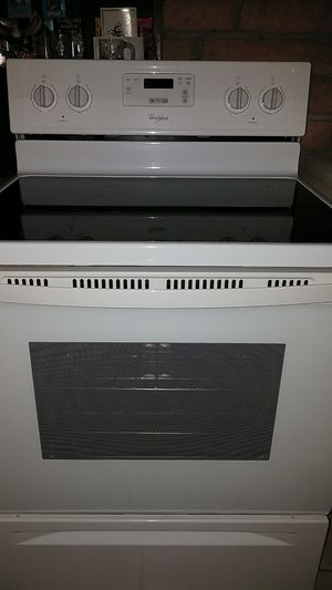 Whirlpool 2017 stove for Sale in Fort Lauderdale, FL