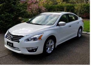 Good Deal 2013 Nissan Altima FWDWheels for Sale in Washington, DC
