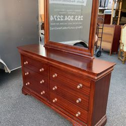 Mahogany Cherry Finish Six Drawer Dresser - Delivery Available for Sale in Tacoma,  WA