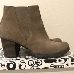 Clark's Boots Size 8 for Sale in Seattle, WA