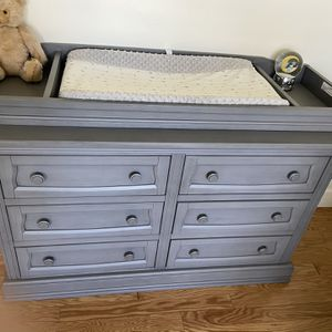 Gray crib And Dresser Changing Table for Sale in Long Beach, CA