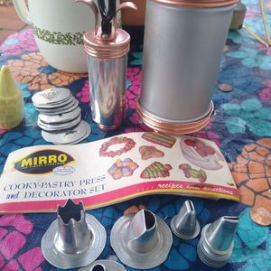 Mayor Pastry Press And Decorating Set for Sale in Fresno, CA