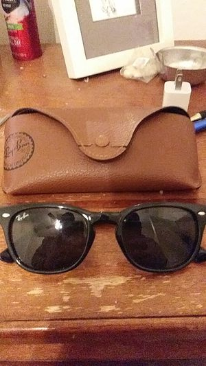 Ray ban sunglasses for Sale in St. Louis, MO