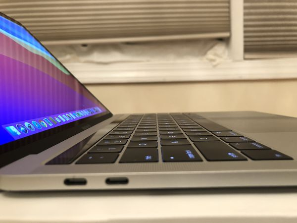 """2017 MacBook Pro, ExcellenCondition! W/ apple Care Touch-bar (Silver) 13"""" Core i5 8gb Ram, 256gb Ssd, 4tb 3 Ports"""