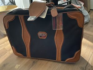 Travel bag / Suitcase for Sale in Harrisburg, PA
